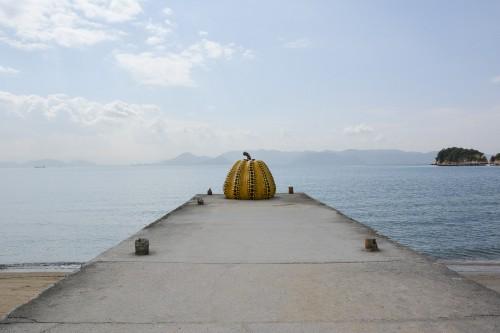 Naoshima au Japon, l'île artistitique avec la yellow pumpkin de Yayoi Kusuma