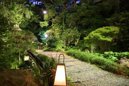 Jardin du ryotei Ikinariya dans le quartier de Furumachi à Niigata, Japon