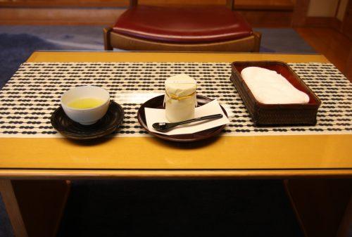 Collation servie au ryokan Yumeya à Iwamuro, près de Niigata au Japon