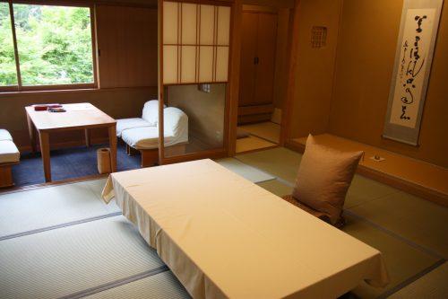 Chambre au ryokan Yumeya à Iwamuro, près de Niigata au Japon