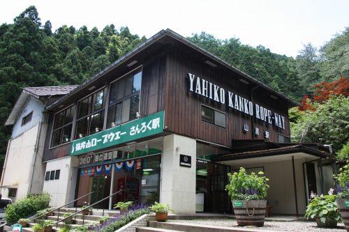 Téléphérique menant au sommet du Mont Yahiko aux alentours d'Iwamuro, près de Niigata au Japon
