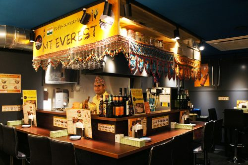 Restaurant de cuisine népalaise au Karasuma Bar Yokocho, Kyoto, Japon