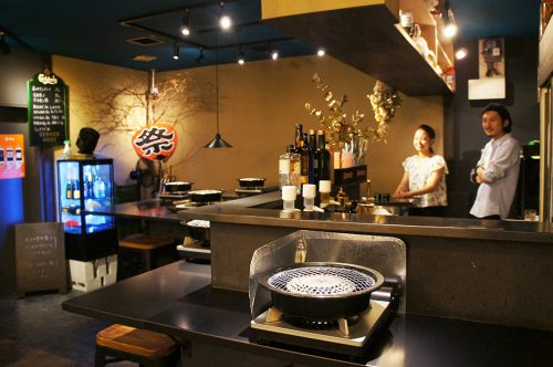 Restaurant de viande grillée au Karasuma Bar Yokocho, Kyoto, Japon