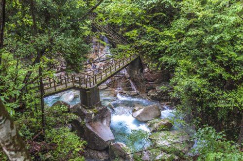 Dans le parc Yumori à Nakatsugawa, préfecture de Gifu, Japon