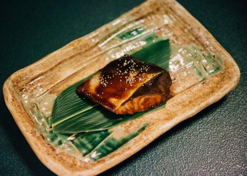 Saumon de Shinshu servi au ryokan Shikisai no Yado Kanoe à Iiyama, préfecture de Nagano, Japon
