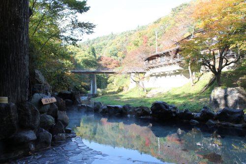 Vue depuis l'un des bains d'Osawa Onsen, Hanamaki, préfecture d'Iwate