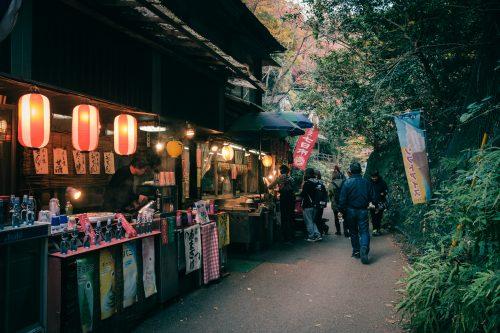 Boutiques de snack près de la cascade de Mino, Osaka, région de Kinki, Japon