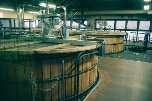 Cuves de la Distillerie de whisky Yamazaki, Osaka, région du Kansai, Japon