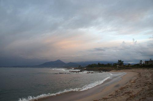 La plage à Kaike Onsen, région du San'in, Japon