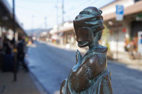 Statue d'Ohaguro bettari le long de la Mizuki Shigeru Road à Sakaiminato, région du San'in, Tottori, Japon
