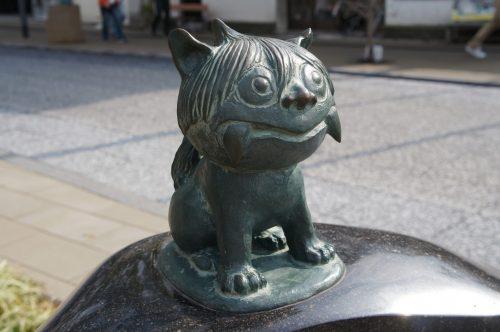 Statue de shisa le long de la Mizuki Shigeru Road à Sakaiminato, région du San'in, Tottori, Japon