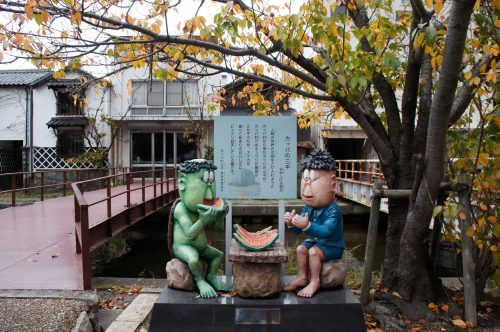 Statue de kappa le long de la rivière Kamogawa à Yonago, région du San'in, Tottori, Japon