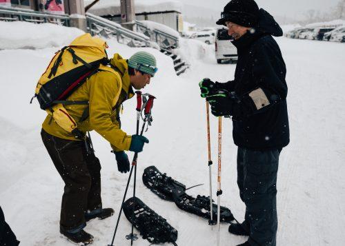 Départ de la randonnée en raquettes à Tazawako, Akita, Japon