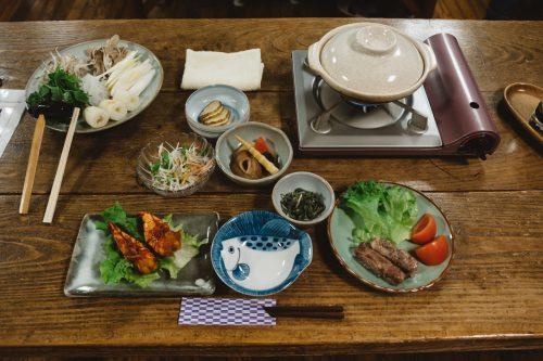 Les petits plats servis au dîner à l'auberge Yodel, Semboku, Akita, Japon