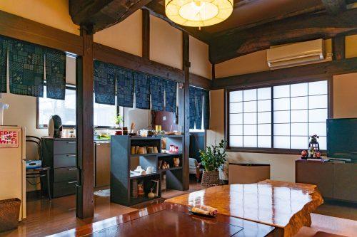 La salle commune à la ferme Iori, Semboku, Akita, Japon