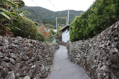 Les murs en pierres typiques d'Ootou, Minamisatsuma, Kagoshima, Japon
