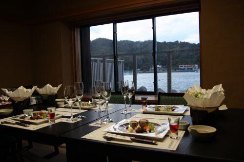 Salle de restaurant privée au complexe hôtelier Kasasa Ebisu à Minamisatsuma, préfecture de Kagoshima, Japon