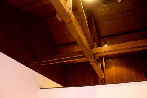 Poutres au plafond d'une chambre du ryokan Yukomansou à Asahidake Onsen, Hokkaido, Japon