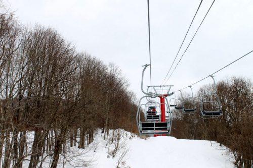 Télésiège de la station de ski Kamui Ski Links, sur le mont Kamui à Asahikawa, Hokkaido, Japon