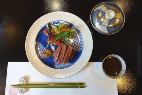 Steak de bœuf de Takachiho version cuisine kaiseki au ryokan Shinsen, Miyazaki, Kyushu