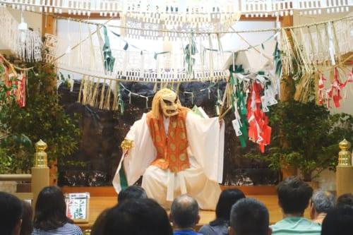 Premier acte du kagura de Takachiho : la danse de Tajikarao