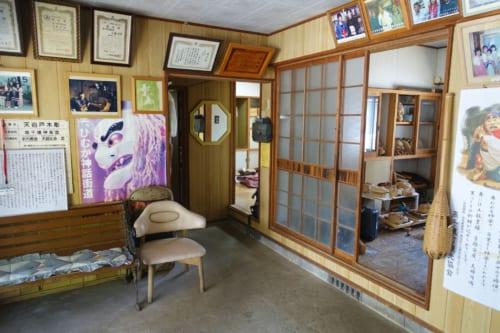 L'intérieur du studio Amanoiwato Kibori à Takachiho, où sont fabriqués les masques de kagura
