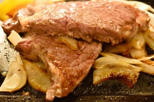 Pièce de bœuf wagyu Akaushi de Kumamoto, découpé