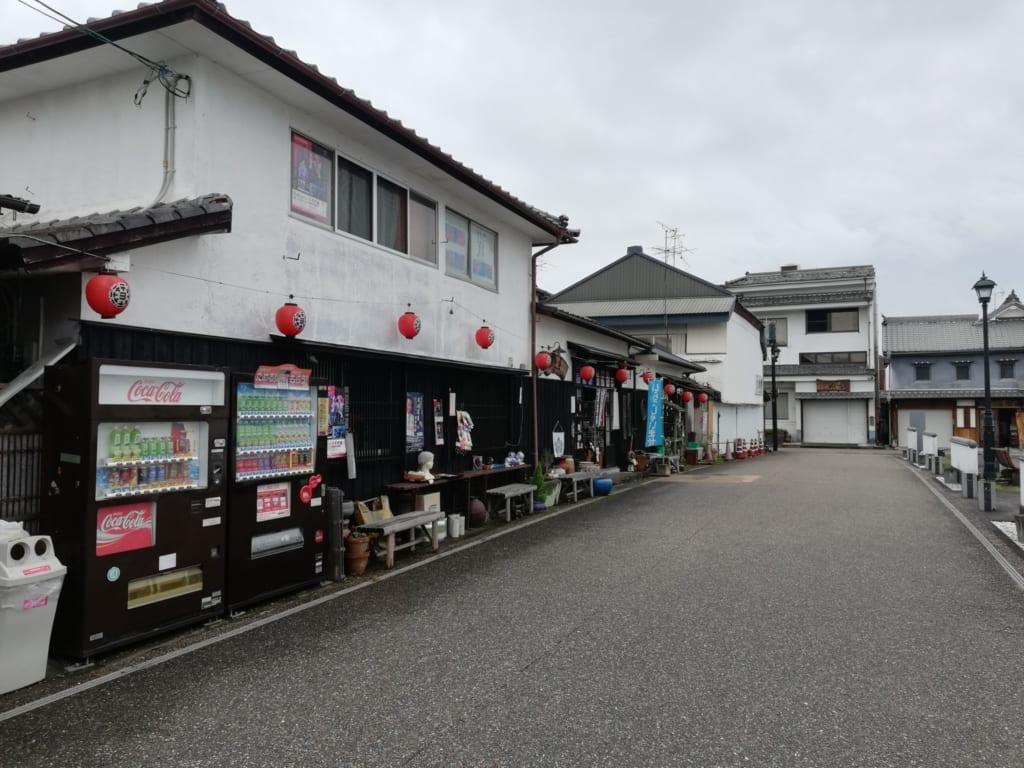 Le musée Yumekogura à proximité du théâtre yachiyoza