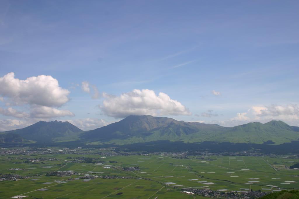 Vue sur la caldera du mont Aso