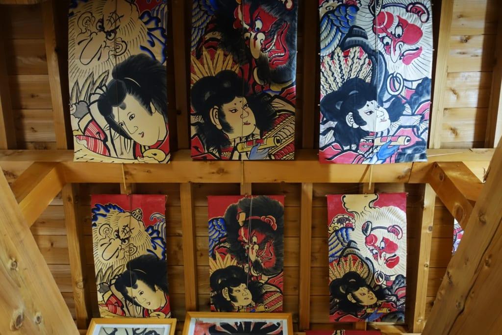 Le plafond de l'atelier Shunpu-Kan décoré par des cerf-volants traditionnels