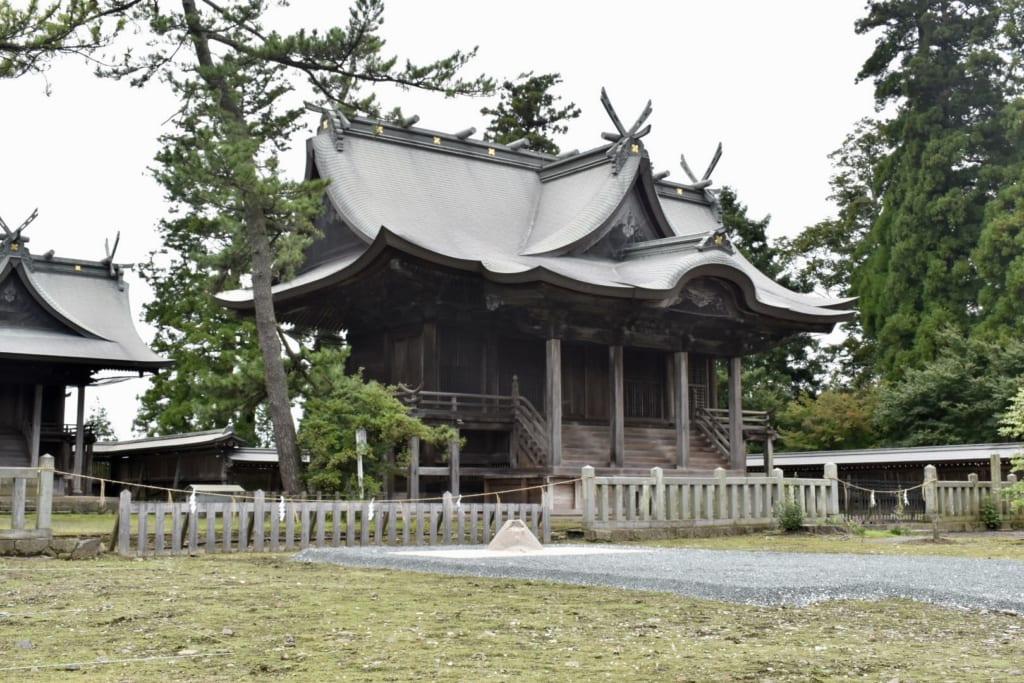 Bâtiment traditionnel dans l'enceinte du sanctuaire d'Aso