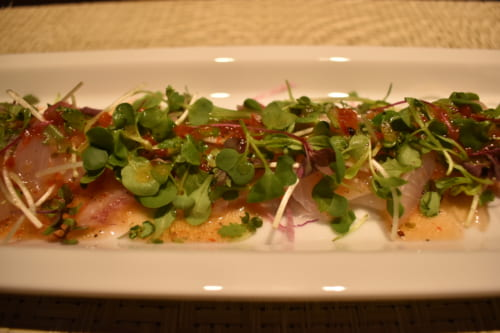 Plats d'inspiration italienne au menu du Ryokan Konomama - carpaccio de poisson