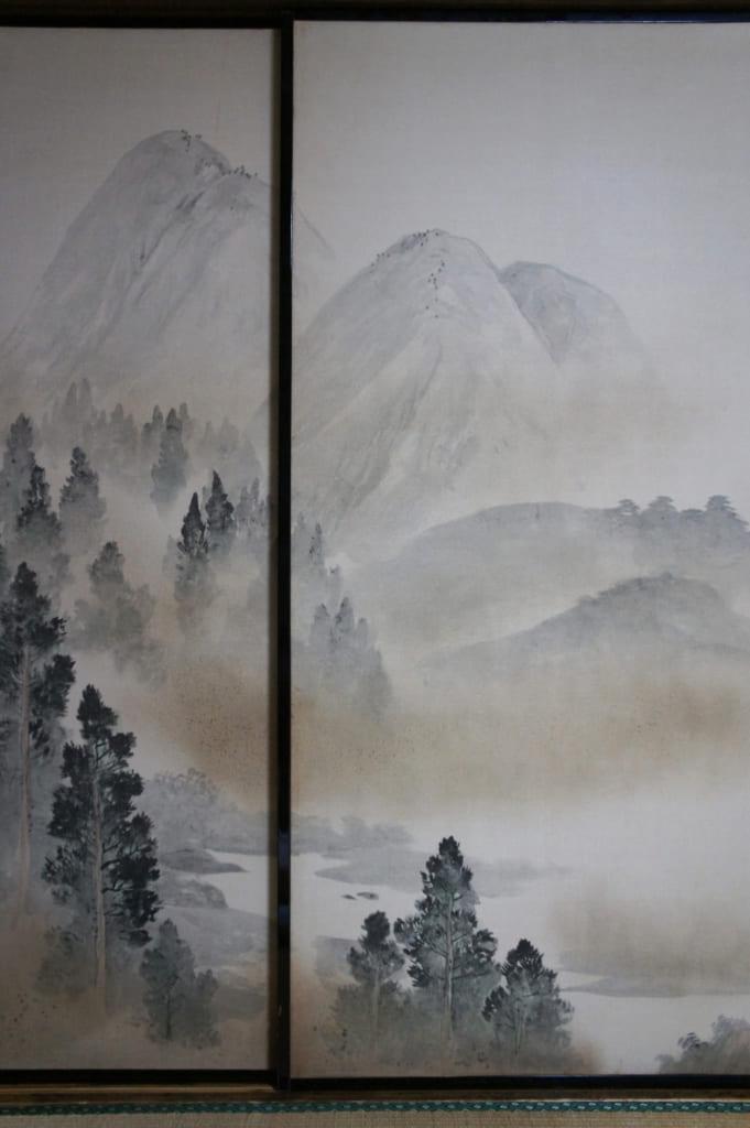Fusama décorés de peintures à l'encre représentant un paysage de montagne