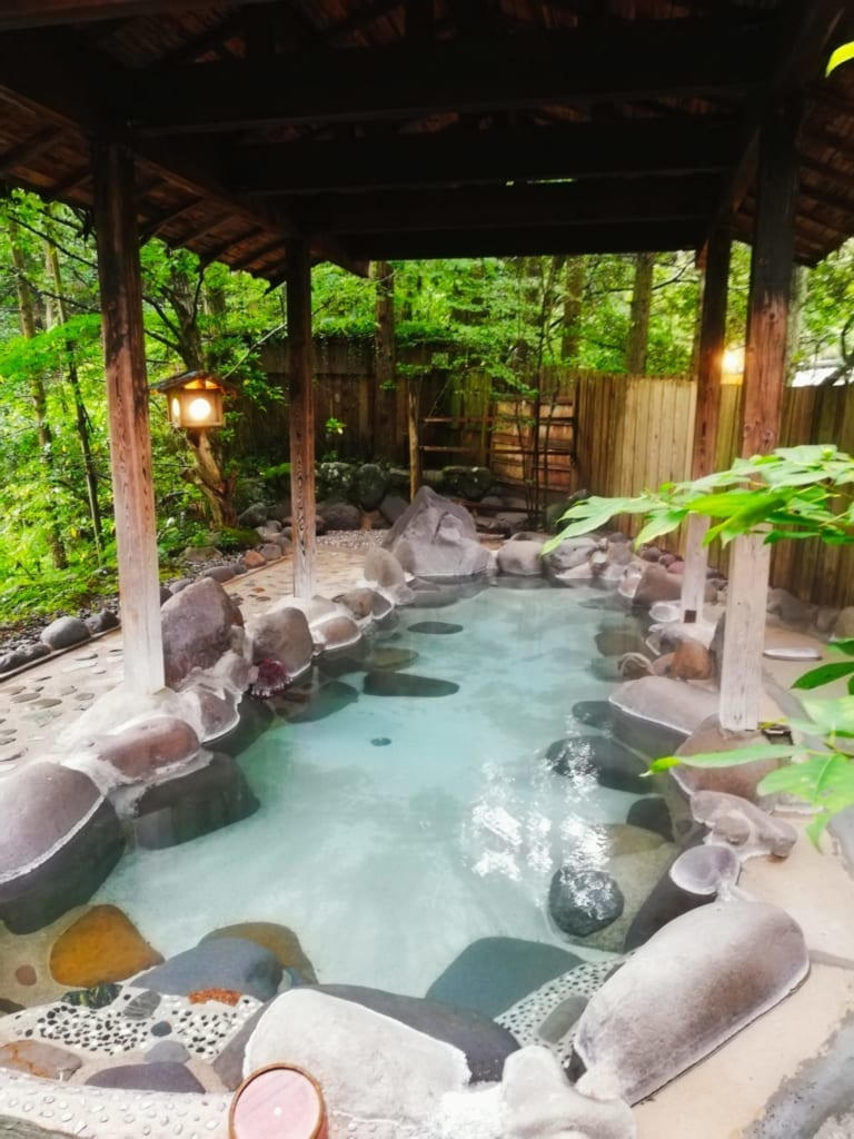 Bain onsen à Hirayama onsen dans la préfecture de Kumamoto