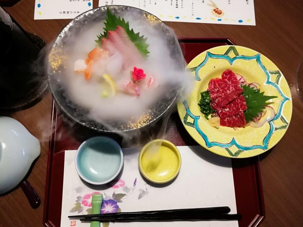Sashimis et bashimi servis au cours du dîner kaiseki au ryokan Kafutei