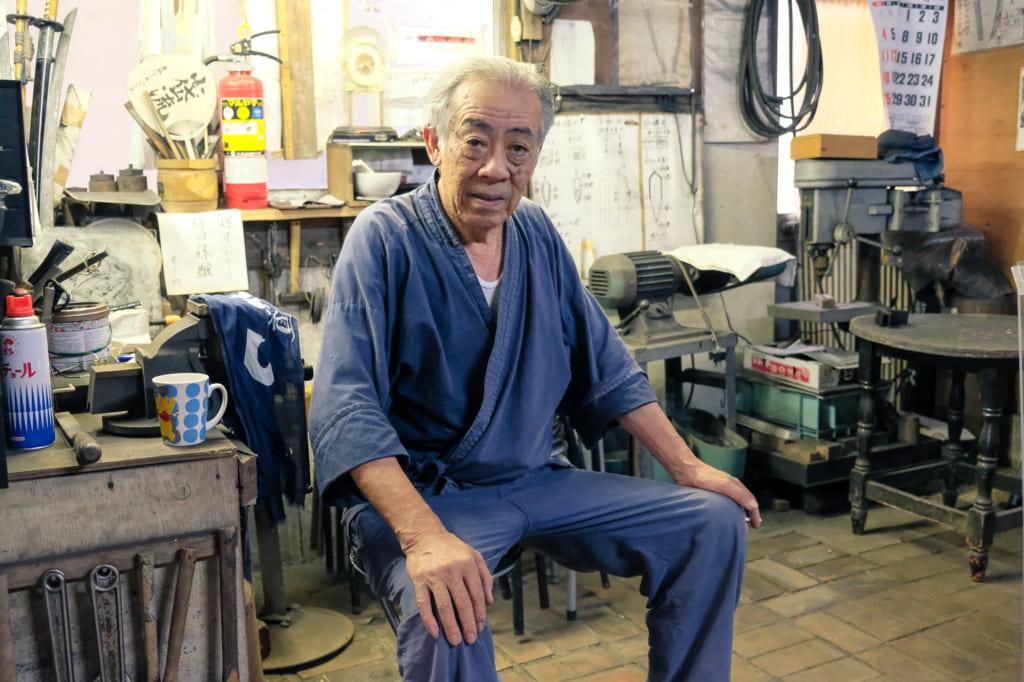 Matsunaga Genroku, le forgeron qui confectionne des lames de katana depuis plus de 40 ans