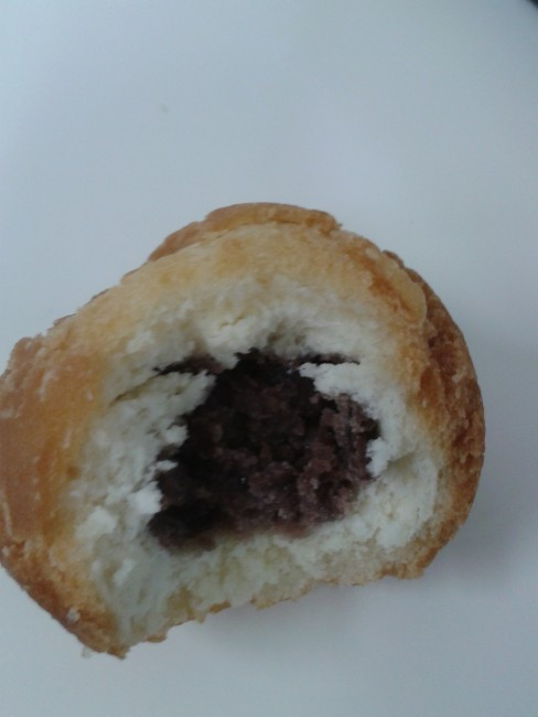 Anko, made of red bean and make it paste it, it is often used for Japanese sweets and desserts.