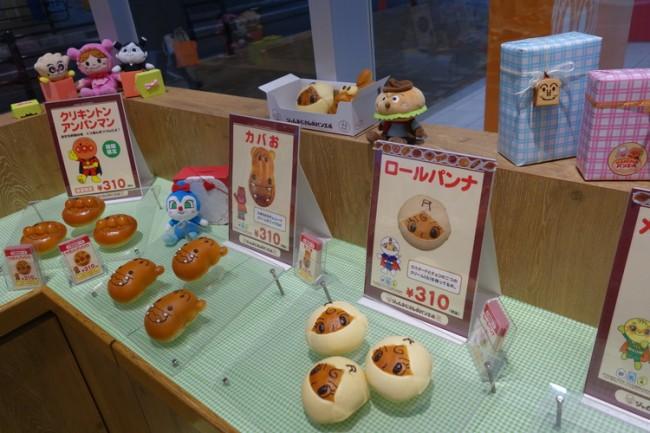 cute bread-shaped anpanman characters