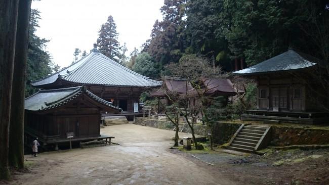 Three temple halls, Maniden temple along Himeji Shoshasan hiking trail