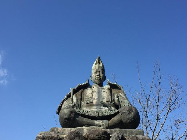 Prominent Minamoto, man apart from nature wilds, Kamakura Daibutsu hiking trail