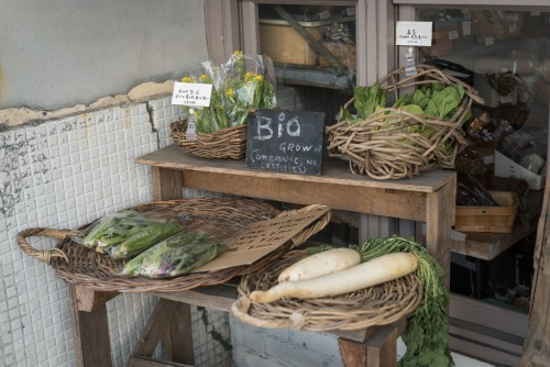 Bio-Gemüse wird in der Nähe von Beach Muffin in Zushi, Kanagawa, Japan verkauft
