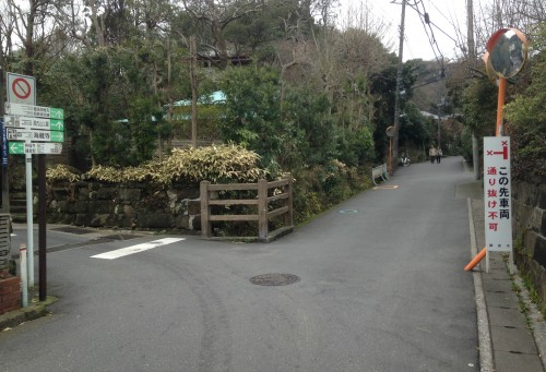 Before hiking Kewaizaka Pass for Genjiyama Park, follow the correct signange