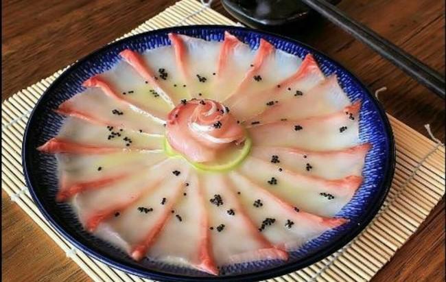 Horse sashimi, Japanese food with little garnish