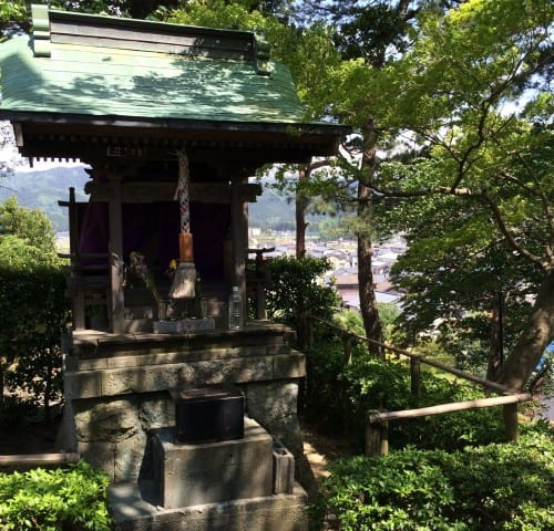A small shrine in the Maruoka castle park