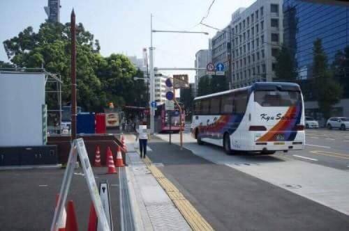 Sie nehmen den Bus zum Kurokawa Onsen in Aso, Kumamoto, Japan