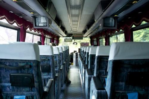 Im Bus sitzen Sie auf vorgegebenen Plätzen, wenn Sie einen reserviert haben, Kumamoto, Japan