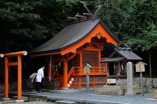 This is Manai Inari Shrine, near the main Motoise Kono building.
