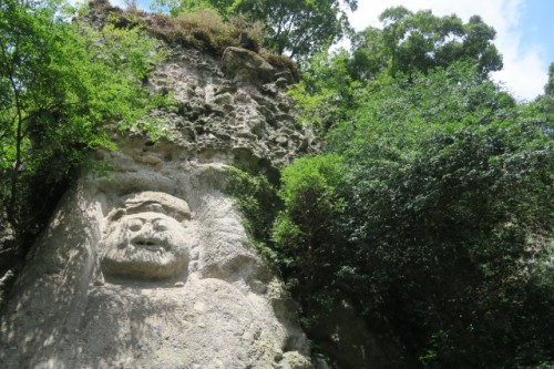 You can finally confirm with your eyes buddha statues carved in a rock face)