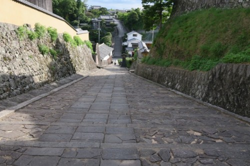 the upper area of the slope was used when the samurai were preparing for battle