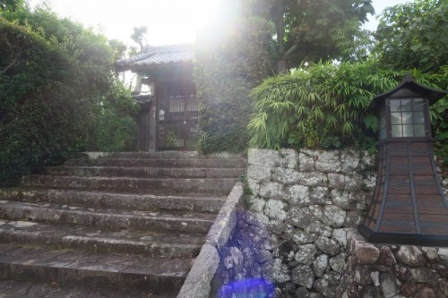 Strolling around the authentic remaining samurai districts is best done in a Kimono